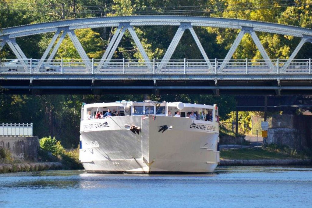 Cruising the Erie Canal