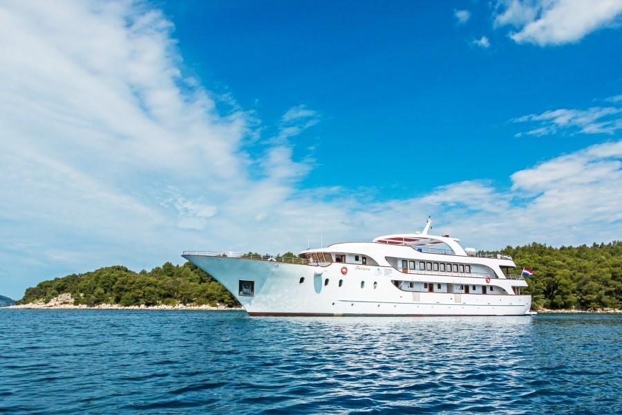 38-passenger Futura ship